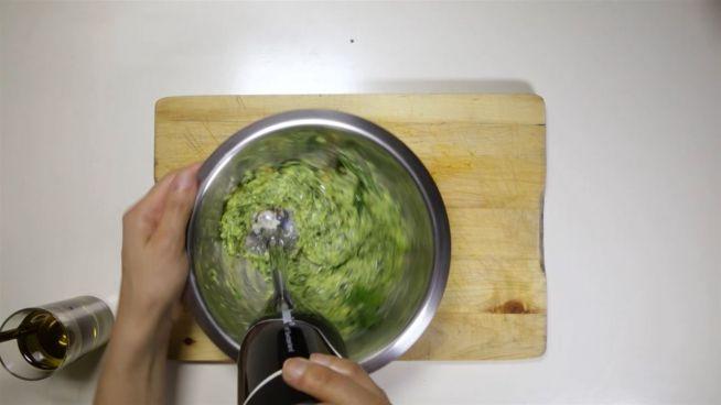 DIY-Pesto: Letzte Rettung für übrig gebliebenen Spinat