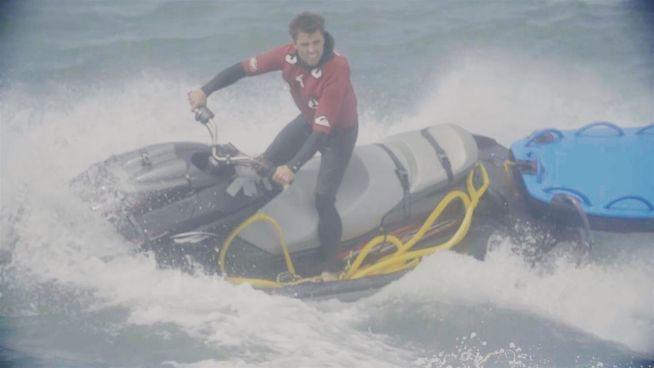 Sergio rettet Surfern das Leben