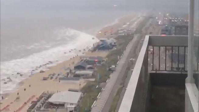 Niederländisches Wetterchaos: Mini-Tsunami in Zandvoort