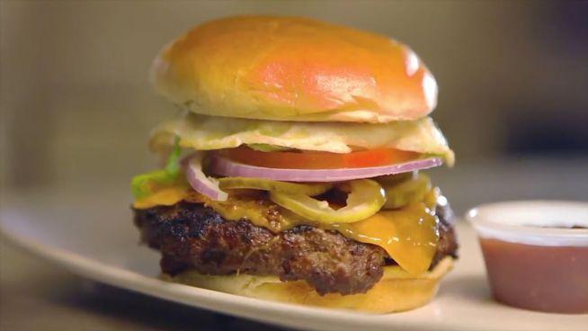 Burger Rückwärts: Petas Video zum Junk-Food-Tag