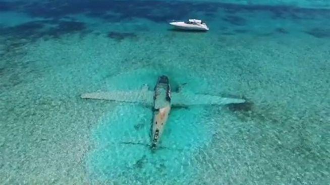 Nach Absturz: Lehders Flugzeug als Korallenriff