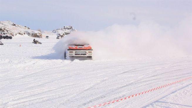 Mit Vollgas durch die Eiswüste: Motorsport in Sibirien