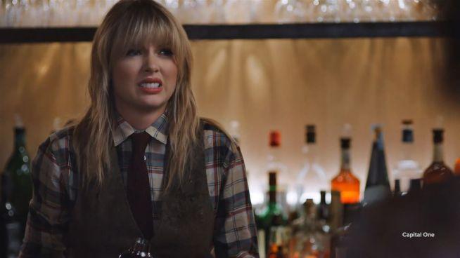 Hier versagt Taylor Swift als Kellnerin