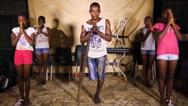Er groovt das Leben: Der einbeinige Tanzlehrer
