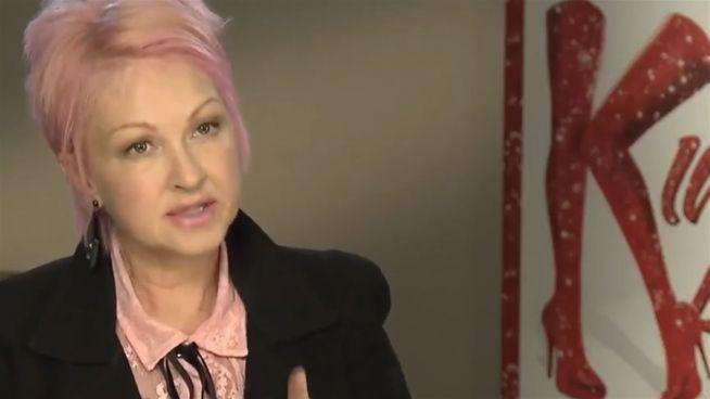 Schrill und ausgeflippt: Cindy Lauper auf dem Kiez