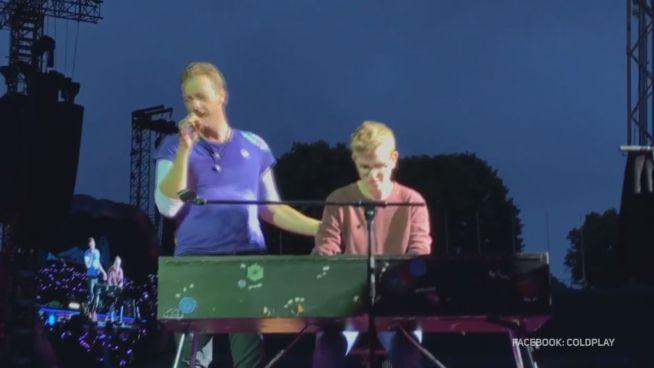 Kurzer Ruhm: Deutscher Fan spielt Keyboard für Coldplay