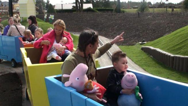 Mit Kids: Sarah Lombardi und Caroline Beil lassen die Sau raus