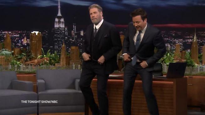 Er kann es wohl noch: John Travolta legt heiße Sohle auf's Parkett
