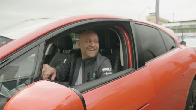 Familienduell: Jürgen Vogel im Fahrduell mit Sohn Giacomo